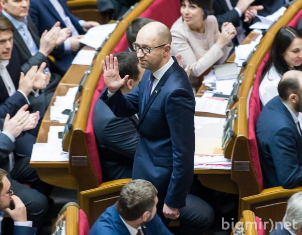 Яценюк ушел в отставку