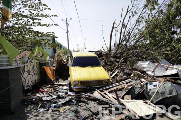 Жертвами землетрясения стали 832 человека