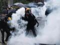 В Гонконге закрыли 19 станций метро из-за беспорядков