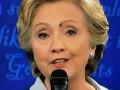 Во время теледебатов на лицо Клинтон села муха