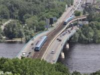 В Киеве на мосту Метро ограничат движение через пролив