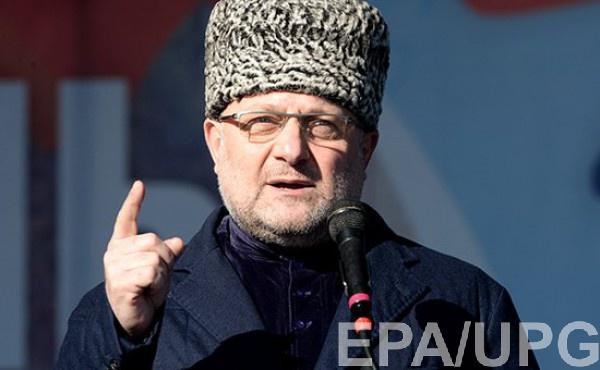 Также министр подчеркнул, что доказательств о том, что геев пугают в Чечне нет