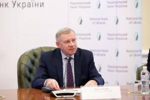 Глава НБУ заработал 320 тыс гривен в ноябре