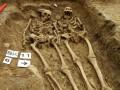 В Великобритании археологи обнаружили могилу пары, державшейся за руки около 700 лет