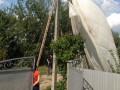 В Коломые парашютисты сели на электроопору и крышу