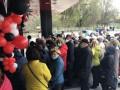 Карантин не помеха: Сотни жителей Мариуполя штурмовали магазин из-за скидок