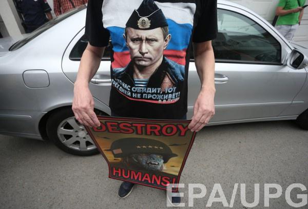 Фанат Путина в Сербии на акции против удара по Сирии