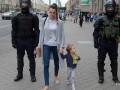 В Беларуси силовики ищут людей, бравших детей на протесты