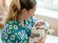 В Украине задерживают выплаты по больничным и декретным