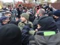 Возле дома главы КСУ стычки активистов с полицией