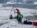 В Альпах полуодетая туристка провалилась в ледниковое ущелье