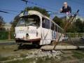 В Харькове трамвай слетел с рельсов и протаранил столб