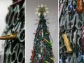 В аэропорту Вильнюса установили елку из запрещенных предметов