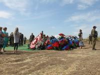Похоронили на отшибе: журналист показал могилу убитого Захарченко