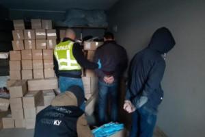 В Киеве вооруженная банда похитила 100 тысяч медицинских масок