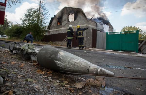 Губернатор Луганской области говорит, что правительство вскоре должно принять постановление о компенсации за разрушения на Донбассе