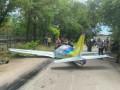 В Одессе самолет упал на дорогу: Пилот погиб