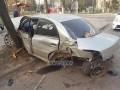 Пьяное ДТП: в Киеве авто врезалось в остановку и деревья