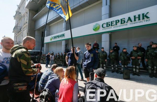 """В середине марта Украина ввела санкции против украинских """"дочек"""" Сбербанка"""