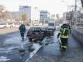 В Киеве вспыхнул автомобиль с людьми в салоне