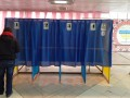 В Бердянске вместе голосуют инвалиды и больные с COVID
