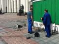 Возле Рады установили велопарковку из сломанных стульев