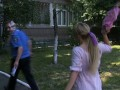 Активистка FEMEN бросила торт в милицейского начальника
