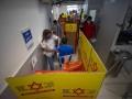 Израиль начал вакцинировать подростков - СМИ