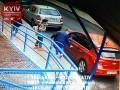 В Киеве подростки повредили десяток машин
