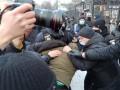 На митинг за Навального у посольства РФ в Киеве напали неизвестные