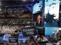 Адмирал ВМС США выступил на съезде демократов на фоне изображения российских кораблей