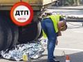 В Киеве грузовик Укрпочты задавил женщину