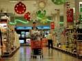 В Запорожье психически больной посетитель супермаркета избил грудного младенца