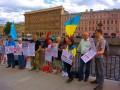 В Москве и Питере под флагами Украины провели пикеты за освобождение политузников