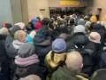 В киевском метро из-за карантина образовалась огромная очередь