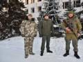 В Артемовске мужчина искусал приехавшего на вызов полицейского