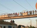 Группа подростков заблокировала движение поездов в Киеве