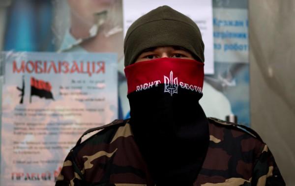 Правый сектор не исключает войны в Крыму