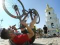 В Киеве тысяча велосипедистов улеглись на площади