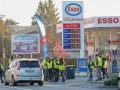Власти Франции отказалось менять цены на бензин