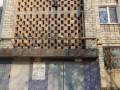 Голубей замуровали в стену многоэтажки в Бердянске