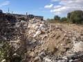 В Киеве возле озера устроили свалку