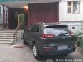 В Харькове нашли труп на капоте машины во дворе