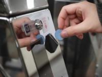 В киевском метро будут продавать один жетон в руки