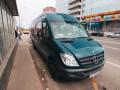 В Киеве на ВДНХ микроавтобус, сдавая назад, сбил женщину