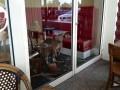 В Австралии кенгуру выгнал из кафе посетителей