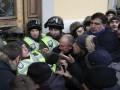 Стычки под Октябрьским: пострадали 60 силовиков