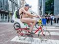 В Брюсселе протестовали голые велосипедисты