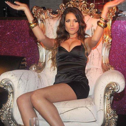 Скандальная девочка Берлускони превратила вальс в танец живота.