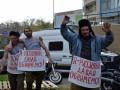 Я россиянин, давай обнимемся: под Генконсульство РФ в Одессе вывели бездомных